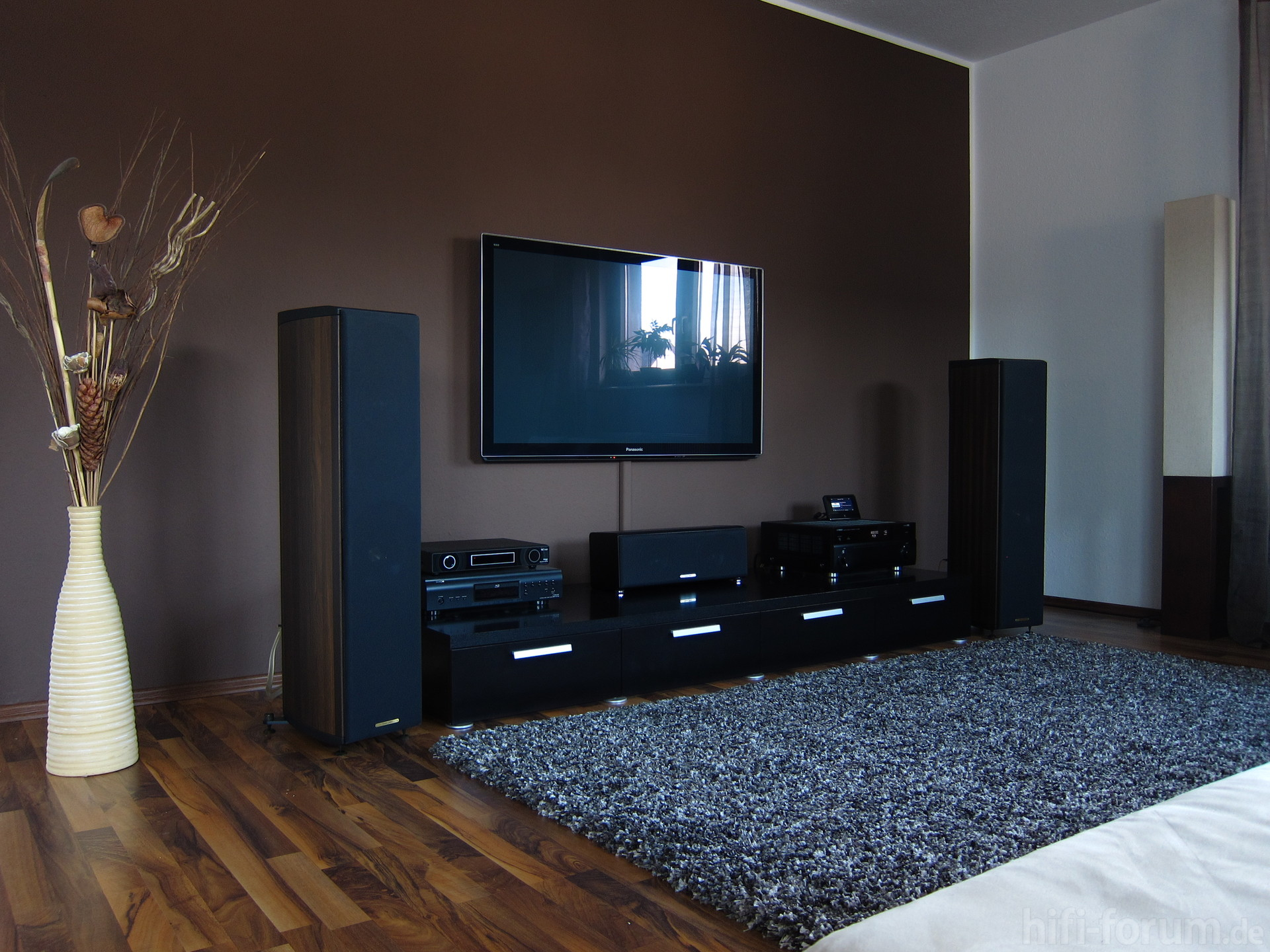 tv ecke ecke heimkino sonusfaberliuto surround tv yamaharxv2067 hifi bildergalerie. Black Bedroom Furniture Sets. Home Design Ideas