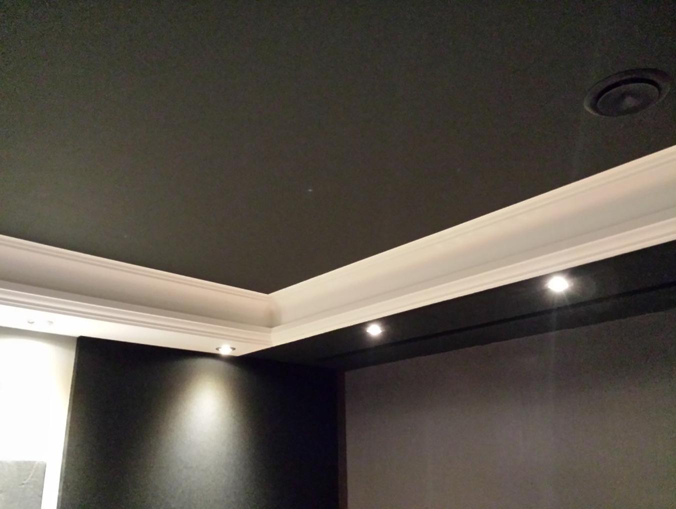 grun hell decke dunkle farbe wanddeko idee wohnzimmer. Black Bedroom Furniture Sets. Home Design Ideas