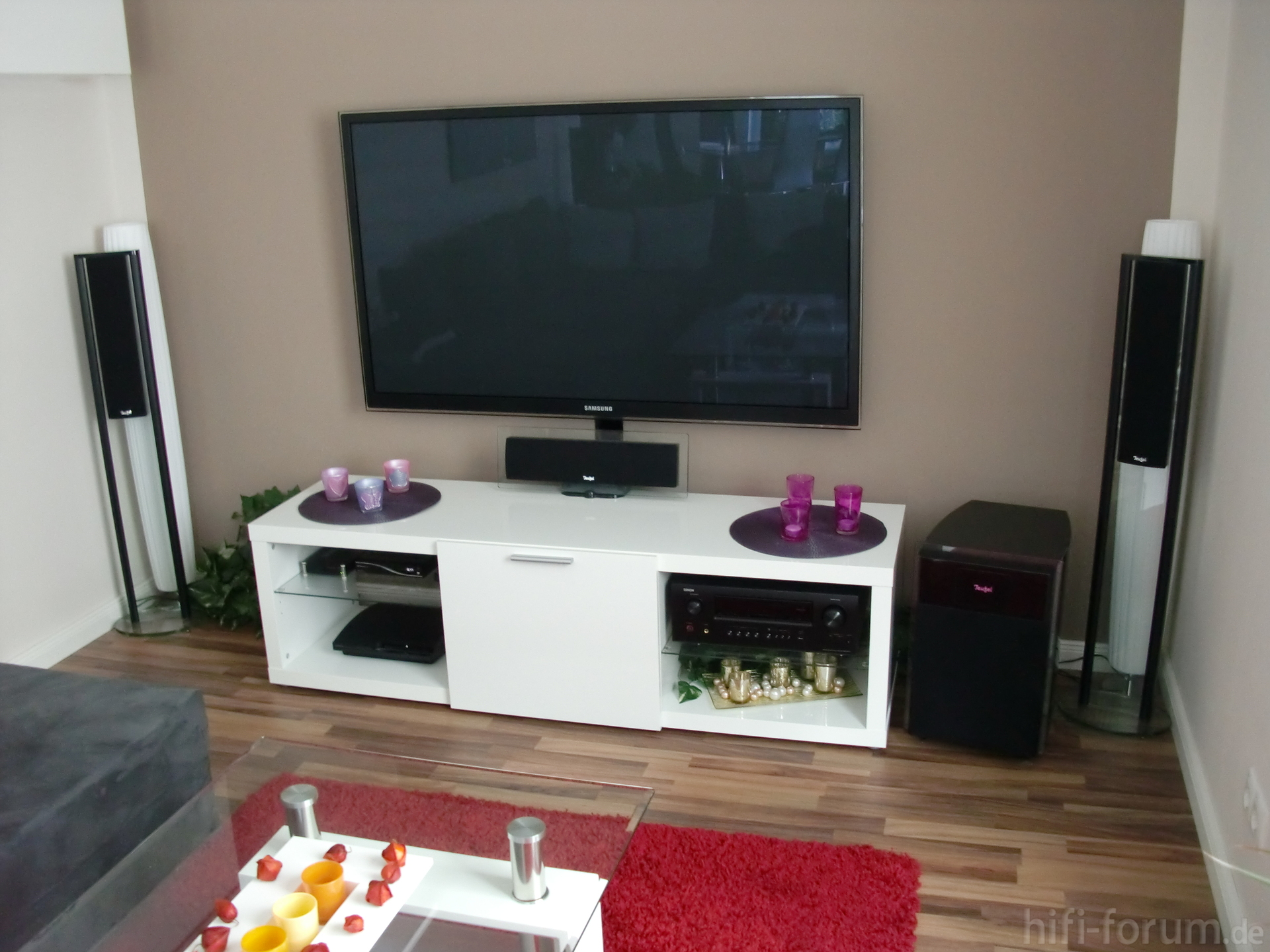 ps59d7000 an der wand ps59d7000 wand hifi bildergalerie. Black Bedroom Furniture Sets. Home Design Ideas