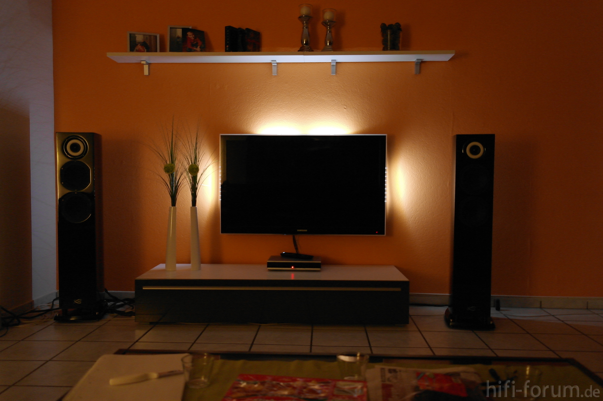 tv kabel wand verstecken ihr traumhaus ideen. Black Bedroom Furniture Sets. Home Design Ideas