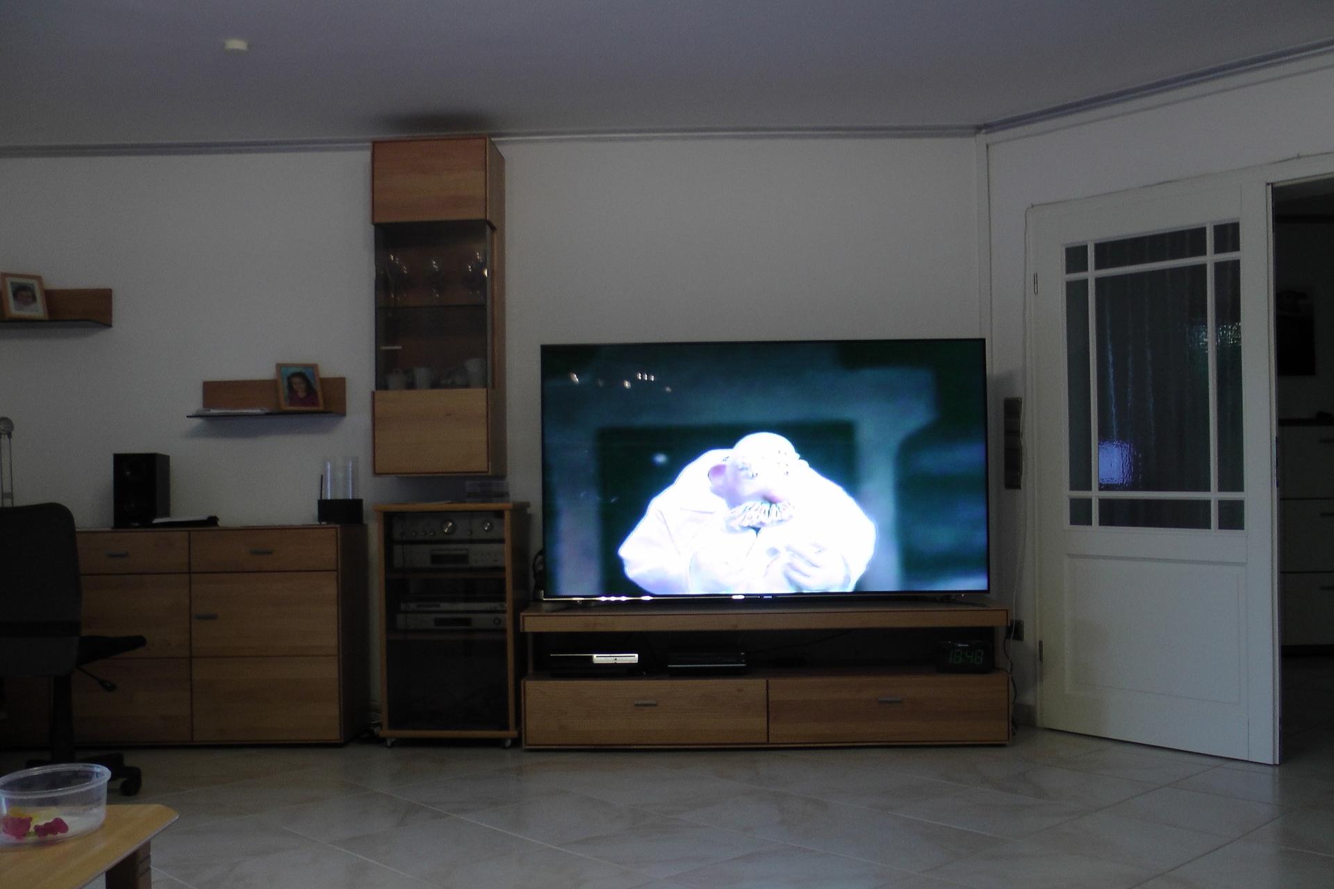 wohnzimmer ca 50 qm 75 zoll samsung qm samsung. Black Bedroom Furniture Sets. Home Design Ideas