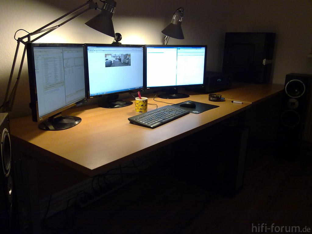 weltraum und traumwelt mein arbeitsplatz. Black Bedroom Furniture Sets. Home Design Ideas
