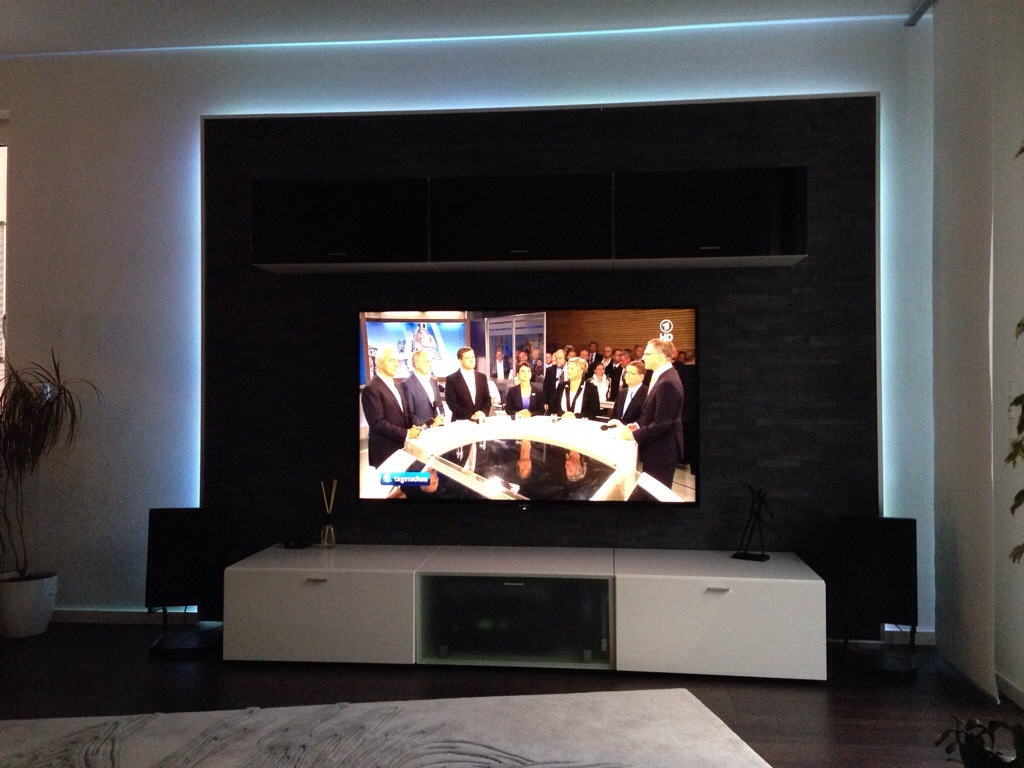 Share heimkinowohnzimmer steinwand hifi for Tv steinwand