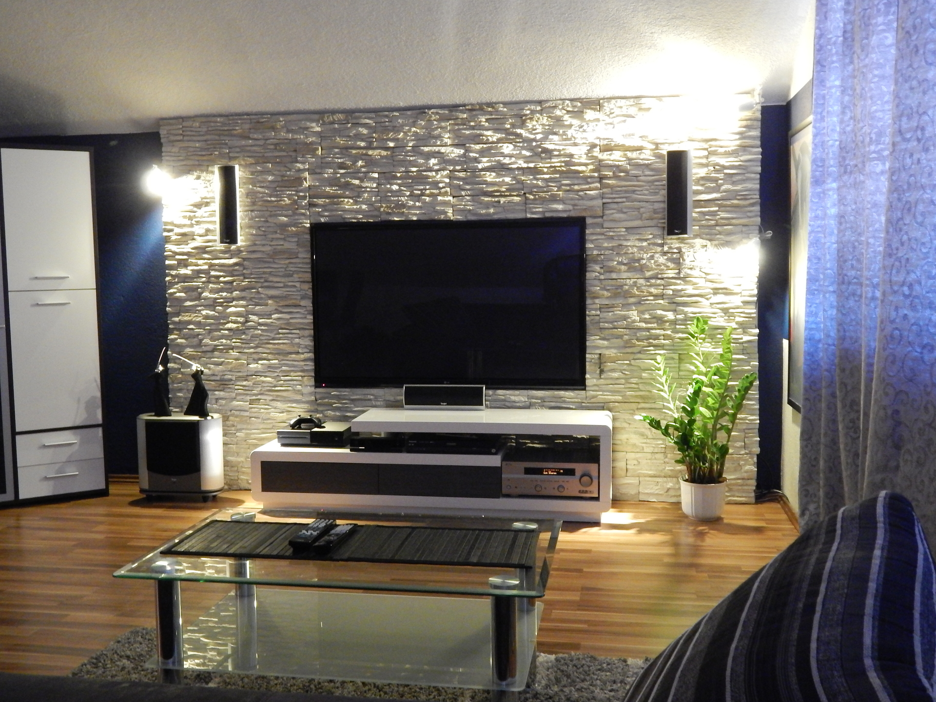 Steinwand Fernseher – sehremini