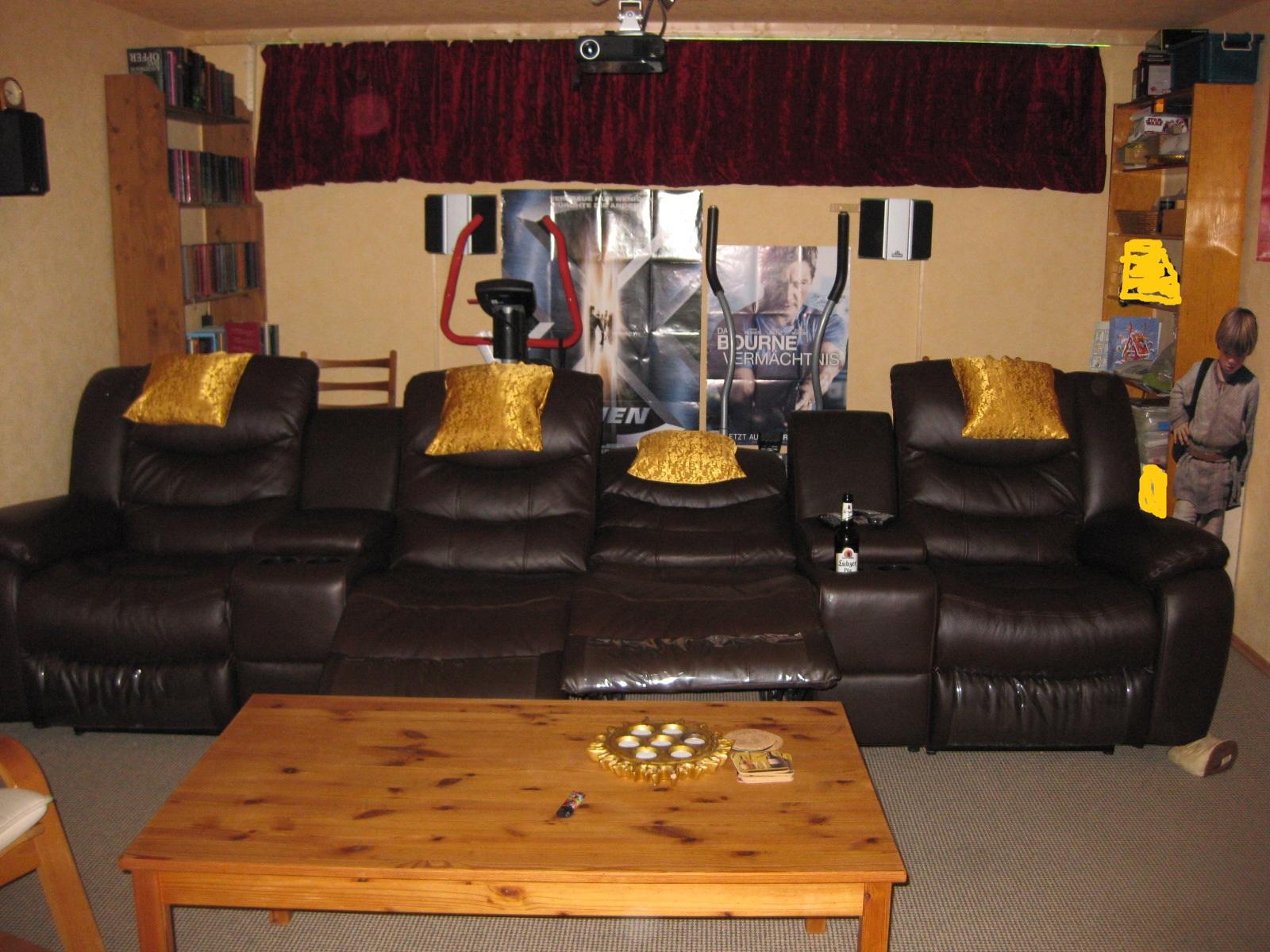 heimkino mit schalldurchl ssiger leinwand als mehrzweckraum heimkino heimkinokeller leinwand. Black Bedroom Furniture Sets. Home Design Ideas