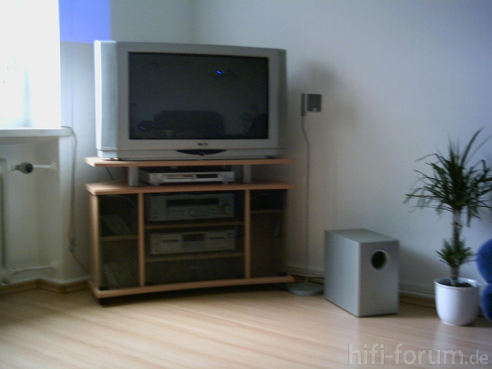 mein fernseher und teil der anlage anlage fernseher heimkino surround teil hifi. Black Bedroom Furniture Sets. Home Design Ideas