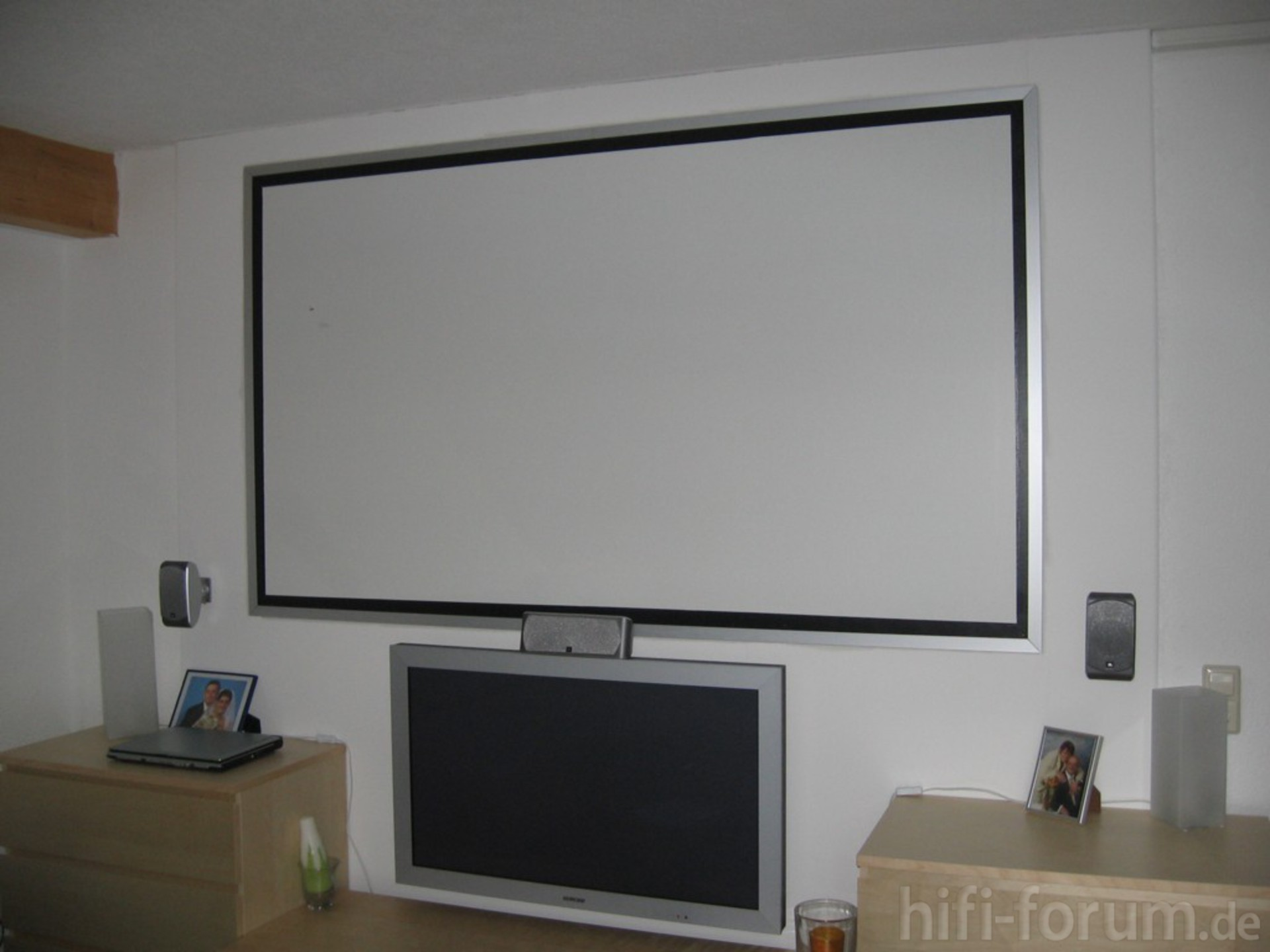 media wand leinwand heimkino leinwand media surround wand hifi bildergalerie. Black Bedroom Furniture Sets. Home Design Ideas