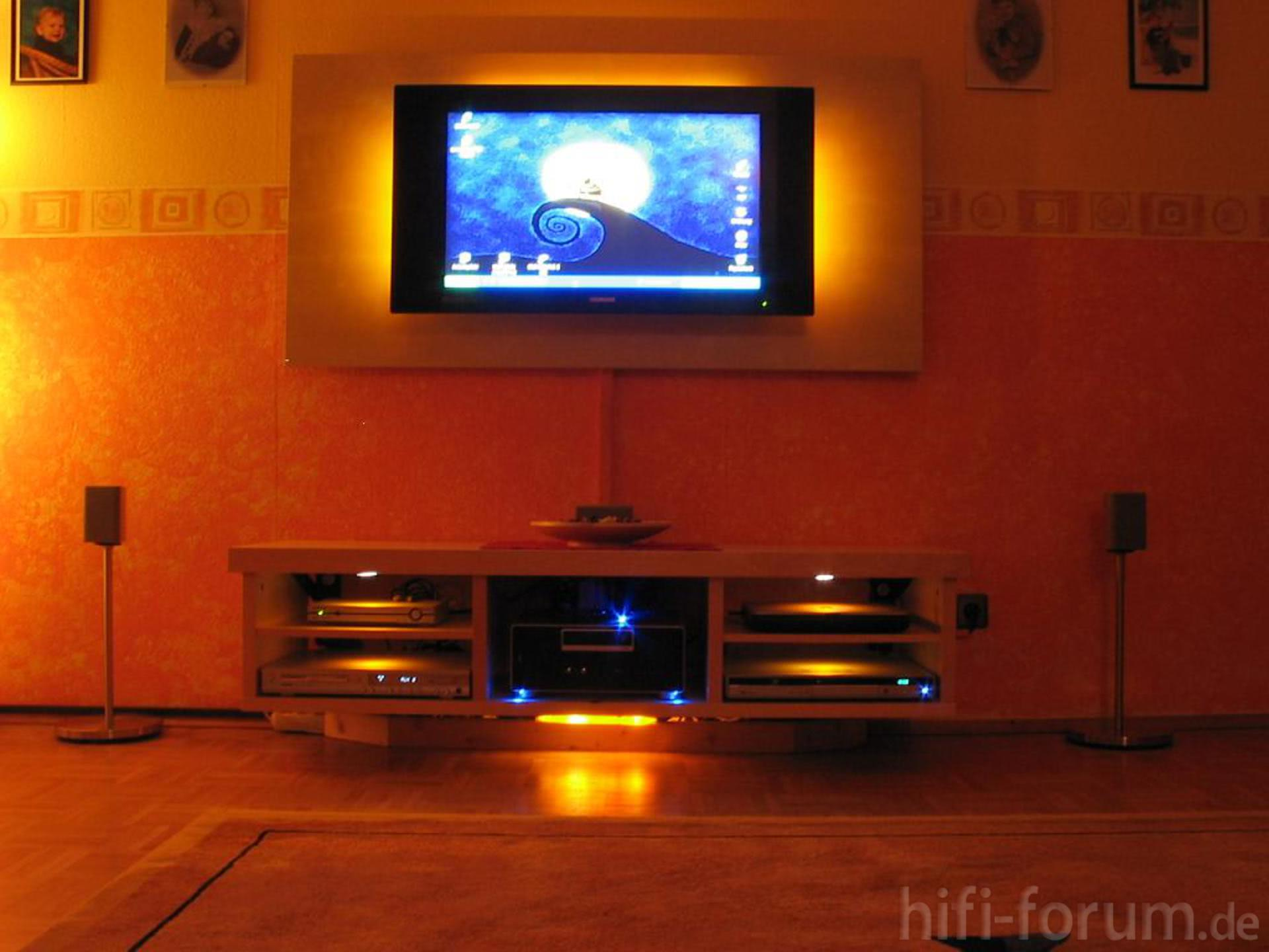 lcd im rampenlicht mit ikea m bel beleuchtung heimkino ikea lcd moebel surround thomson. Black Bedroom Furniture Sets. Home Design Ideas
