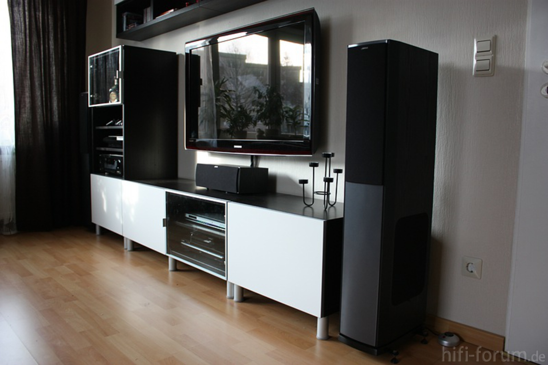 neues wohnzimmer besta heimkino ikea samsung. Black Bedroom Furniture Sets. Home Design Ideas