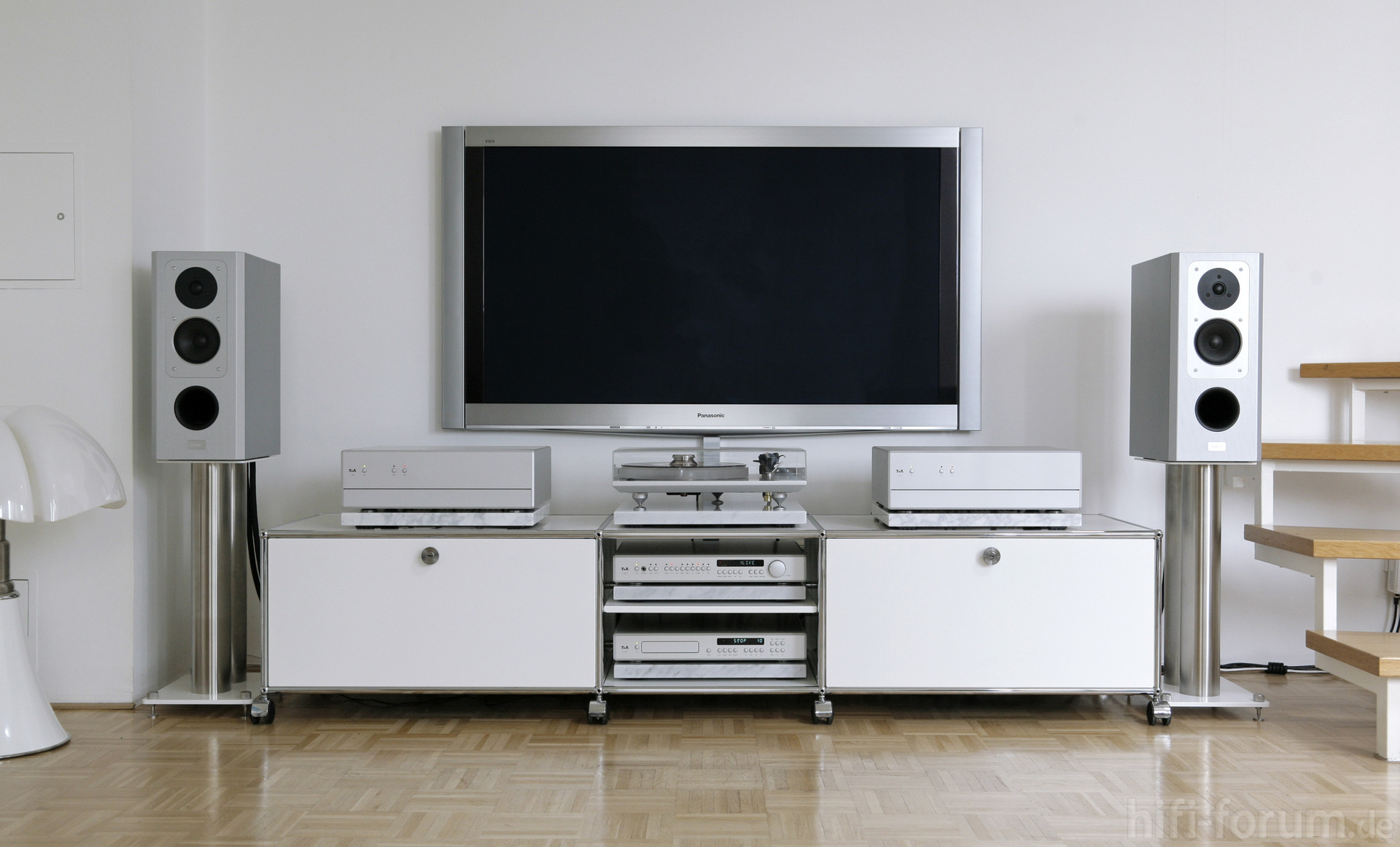 tv lowboard als raumteiler inspirierendes. Black Bedroom Furniture Sets. Home Design Ideas