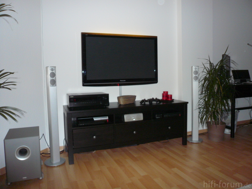 fernseher an wand kabel verstecken m bel design idee f r. Black Bedroom Furniture Sets. Home Design Ideas