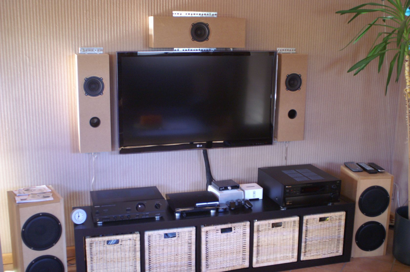 tv wand doityourself lautsprecher tv wand hifi. Black Bedroom Furniture Sets. Home Design Ideas