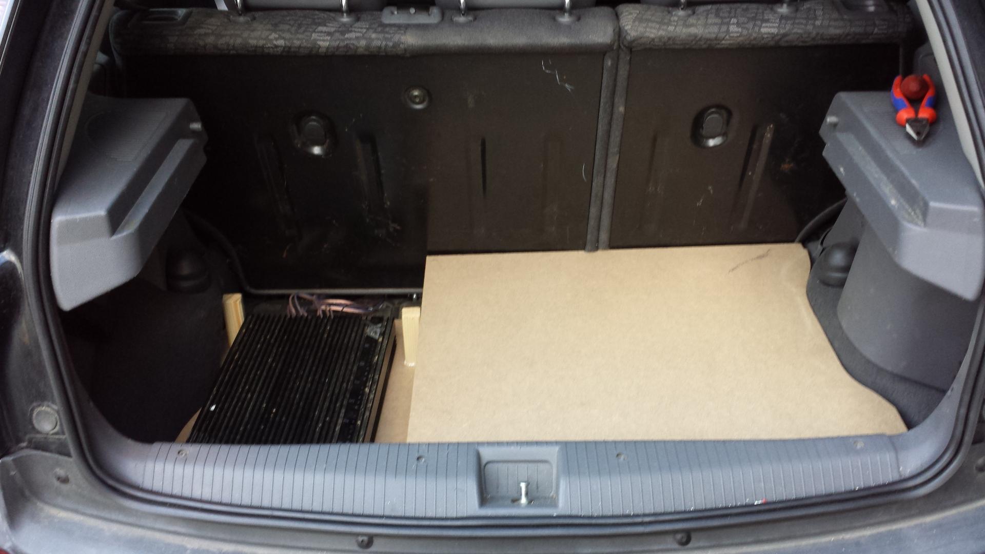 kofferraum ausbau ausbau kofferraum hifi. Black Bedroom Furniture Sets. Home Design Ideas