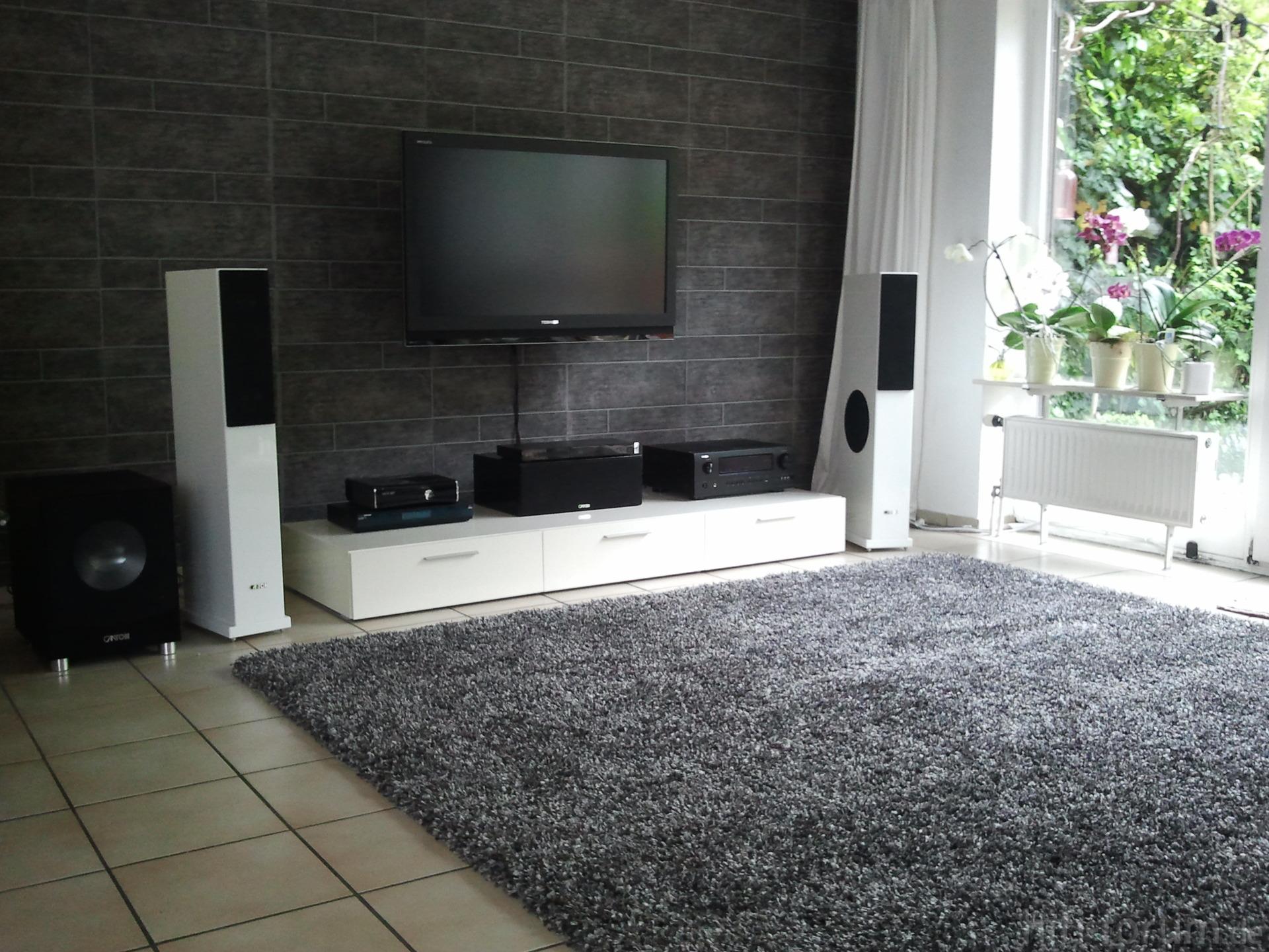 wohnzimmer mit neuem teppich teppich wohnzimmer hifi bildergalerie. Black Bedroom Furniture Sets. Home Design Ideas