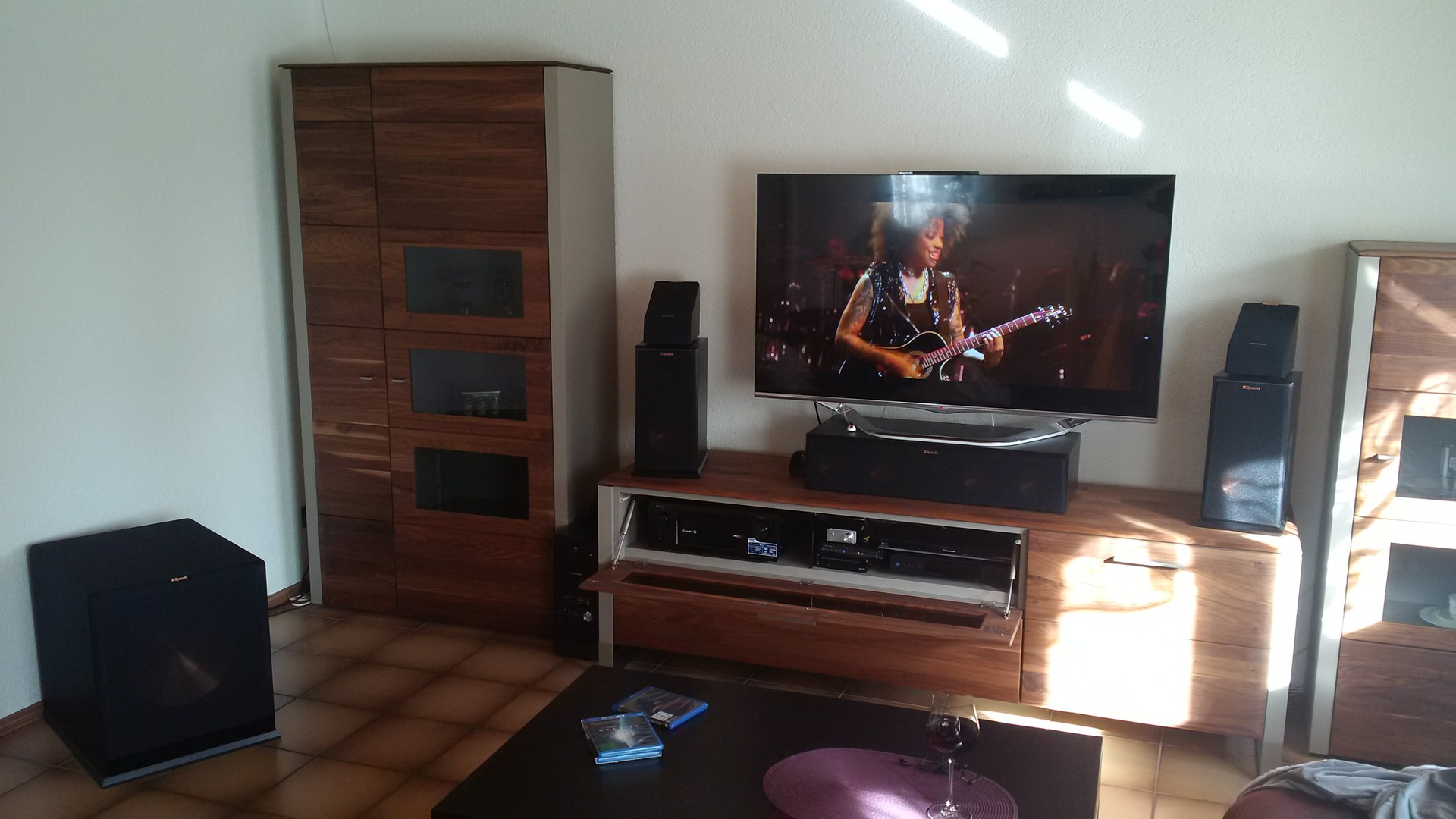 klipsch boxen mit meinen tv hifi schrank boxen heimkino klipsch lautsprecher surround. Black Bedroom Furniture Sets. Home Design Ideas