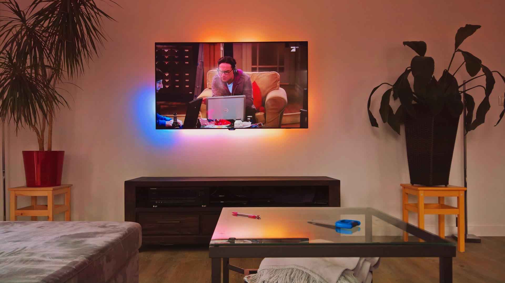 an der wand wand hifi bildergalerie. Black Bedroom Furniture Sets. Home Design Ideas