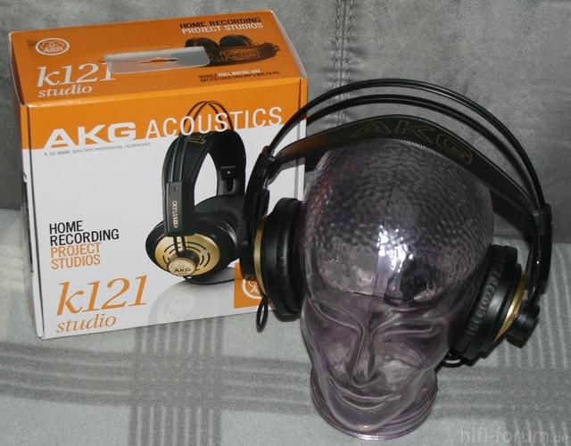 akg121