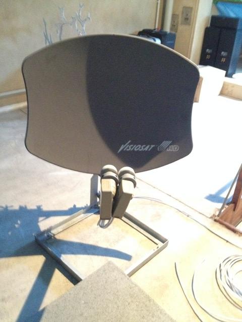 hochwertige 85cm satelliten sch ssel f r den balkon tv projektion hifi forum. Black Bedroom Furniture Sets. Home Design Ideas