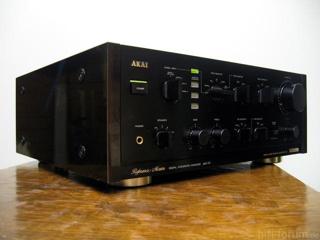 AKAI AM-73