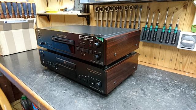 Sony QS mit Holzseiten
