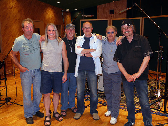 13 Bob And Band Large