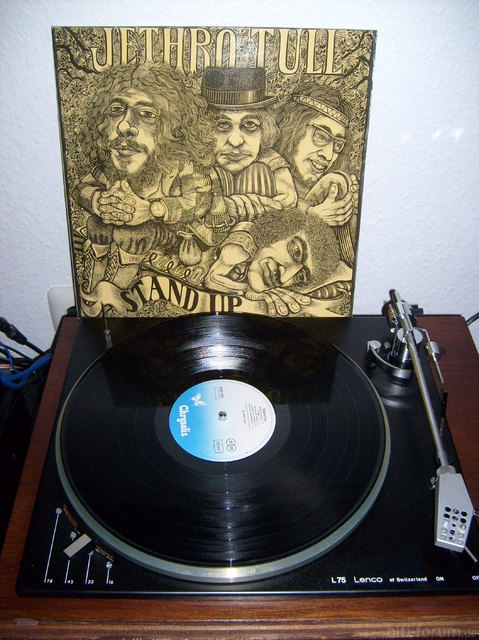Jethro Tull - Stand Up 1