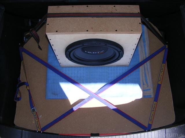 Safety First. Spanngurt Subwoofergehäuse Kofferraumausbau