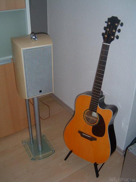 KEF XQ One Und Hohner Gitarre