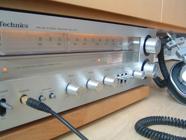 Technics SA-200 Mit Pioneer Monitor 10