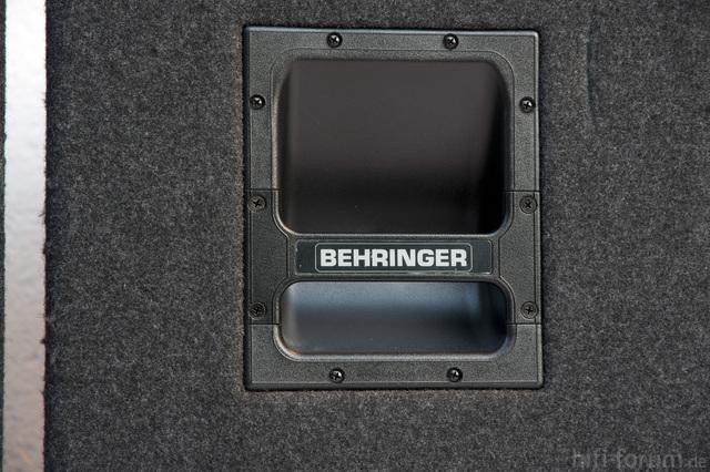 Behringer Boxen 6