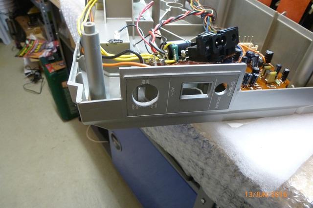 01 AIWA CS-880 Loch für Netzschalter
