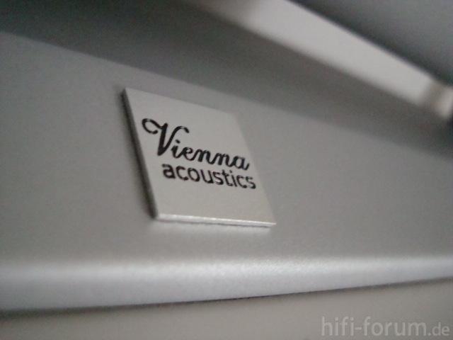 Logo Vienna Acoustics Centerfuss