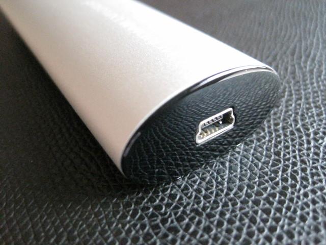 Eingangsseite (Micro USB, Kabel Im Zubehör Enthalten)