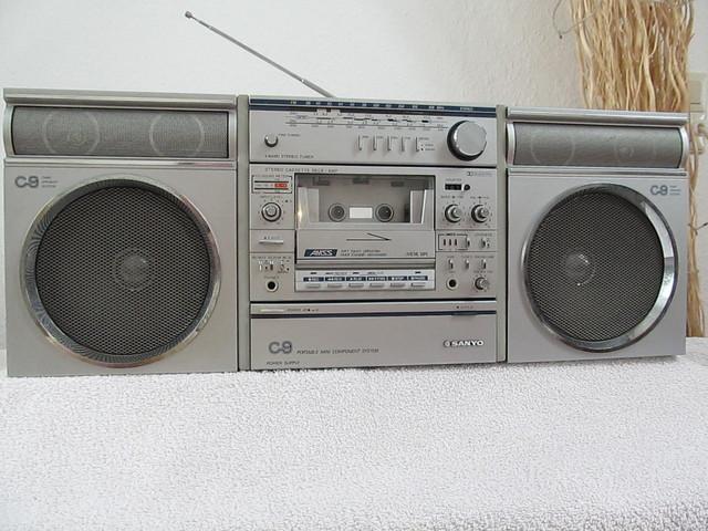 DDR Radio davon Kasettenlaufwerk . RFT KR 650