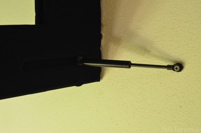Mit Gasdruckfedern Montierter Rahmen