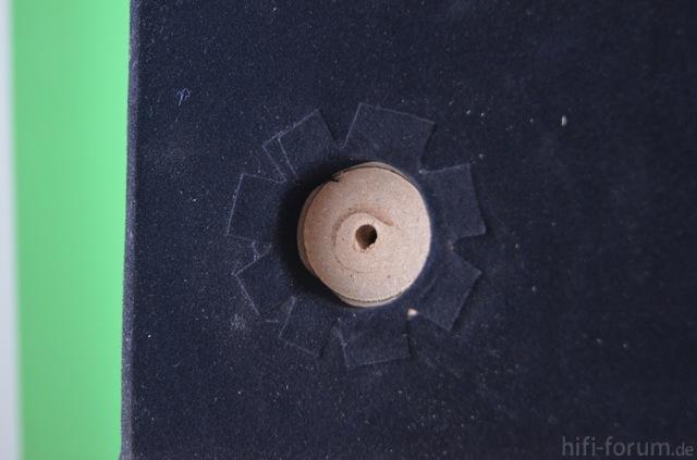 Vergrößerstes Loch Für Den Stärkeren Magneten