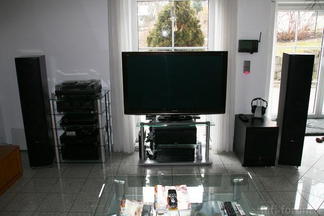 Wohnzimmer Front Gesamt