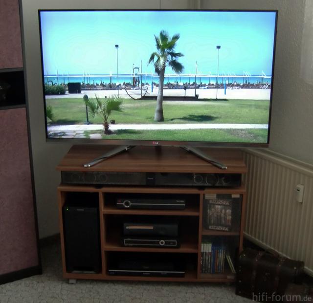 LG 55LM860V Im TV-Rack