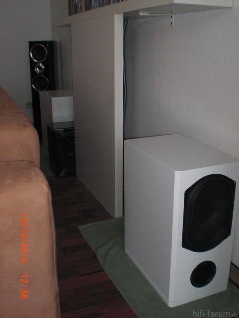 Hinter Sofa 1