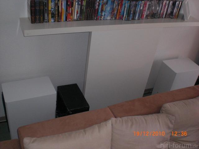 Hinter Sofa 2