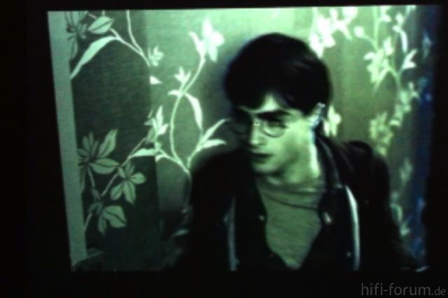 Bild 2 HP, Siehe Linker Rand Der Türe Und Auch Kopf Von Harry Potter