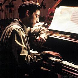 182732  Pianist L