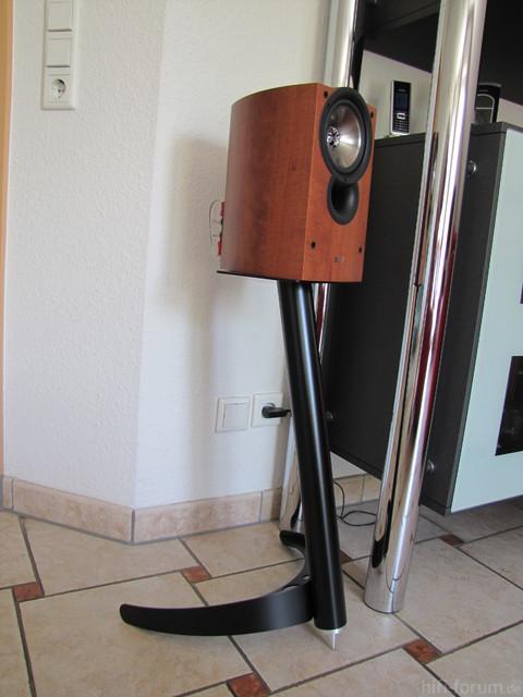 Kef IQ10 Auf ProJect Audio Systems Boomerang Ständern