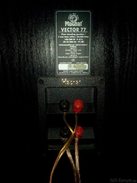 Magnat Vector77 Typenschild