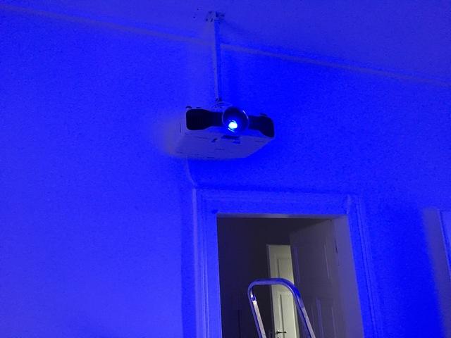 Leinwand esmart / Projektor Epson 9200w