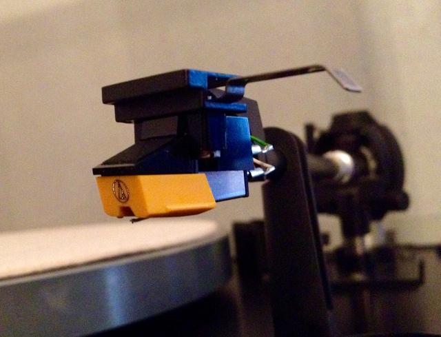 Installierter Tonabnehmer