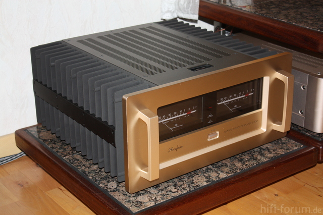 Accuphase P700