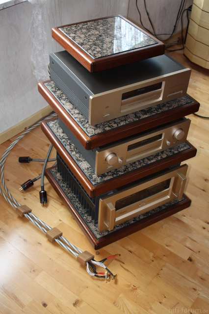 Accuphase Turm