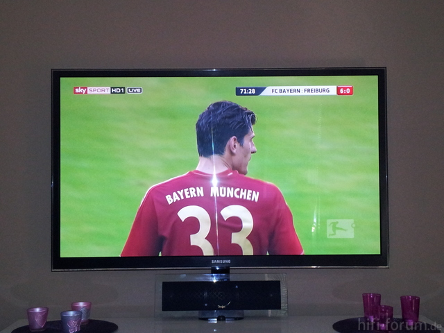 PS59D7000 Mit Fussball In HD