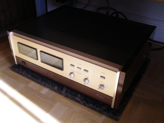 Accuphase P300v